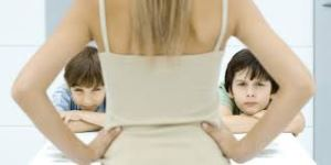 parent disciplining children